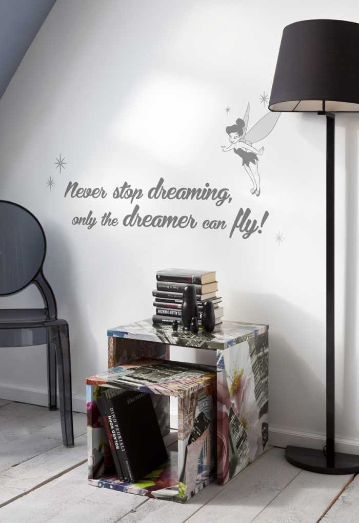 Sticker mural Never stop dreaming
